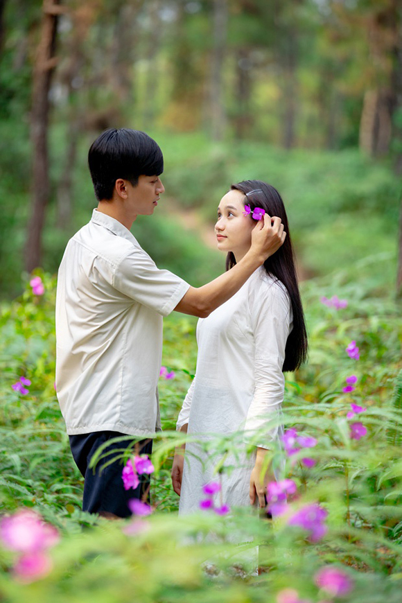 Trần Nghĩa, Trúc Anh trong vai Ngạn và Hà Lan.