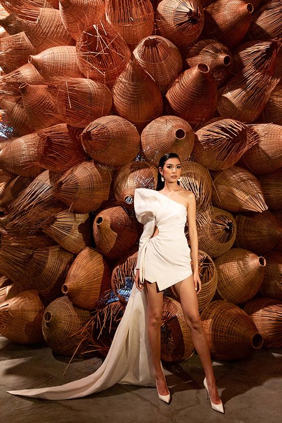 HHen Niê tạo dáng trong triển lãm thời trang - 11