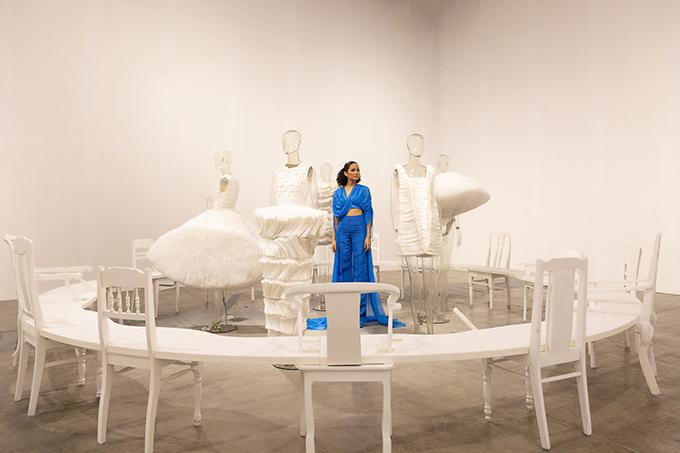 HHen Niê tạo dáng trong triển lãm thời trang - 7