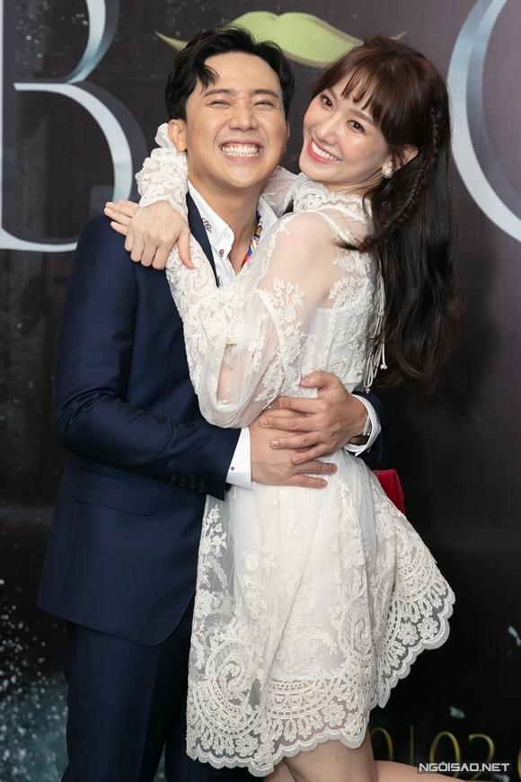 Hari Won là một trong các khách mời góp mặt trong một tập của phim Bố già của Trấn Thành. Qua trailer, vai diễn của cô được hé lộ là một vai hài. Những ngày không có cảnh quay, cô cũng tranh thủ ghé qua đoàn phim thăm ông xã.