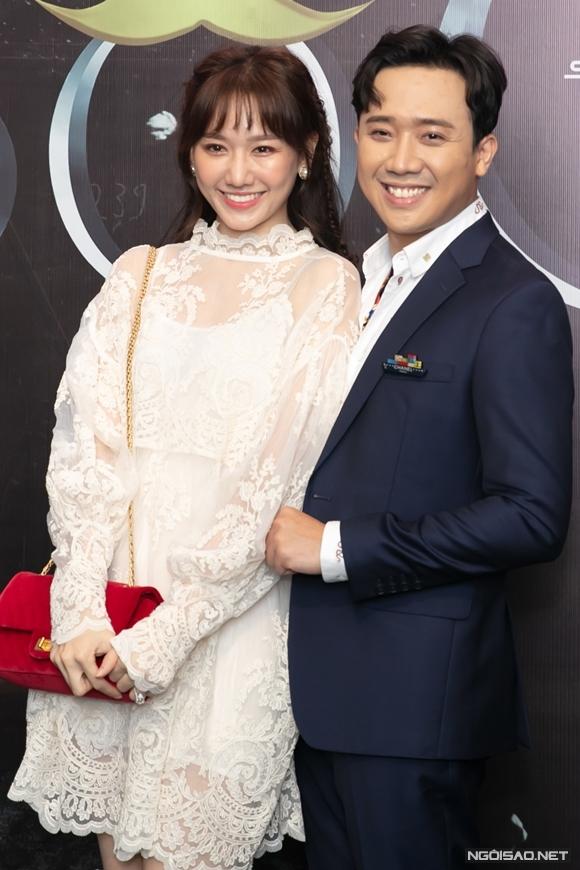 Trưa 30/12, Trấn Thành tổ chức họp báo ra mắt phim chiếu mạng Bố già do anh đầu tư và đóng chính. Nữ ca sĩ Hari Won có mặt cổ vũ sản phẩm mới của ông xã.
