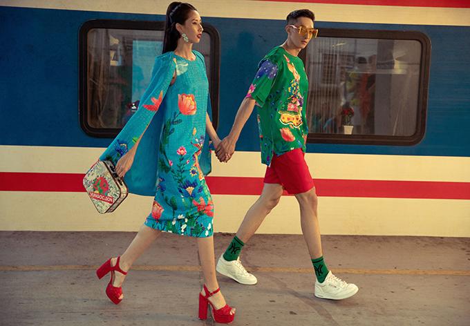 Hai nhà mốt hy vọng những bộ cánh sắc màu tươi sáng với hình ảnh muôn hoa đua nở sẽ mang tới nhiều may mắn và hứa hẹn một năm thành công rực rỡ cho khách hàng.