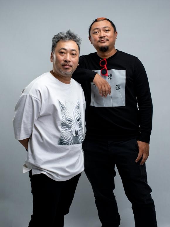 Tiệc trăng máu là phim thứ 10 Nguyễn Quang Dũng (trái) đạo diễn và là dự án đầu tiên đạo diễn Phan Gia Nhật Linh sản xuất. Bốn năm trước, Nguyễn Quang Dũng từng làm sản xuất cho phim Em là bà nội của anh - phim đầu tay Phan Gia Nhật Linh đạo diễn. Tiệc trăng máu dự kiến ra rạp vào mùa hè 2020.