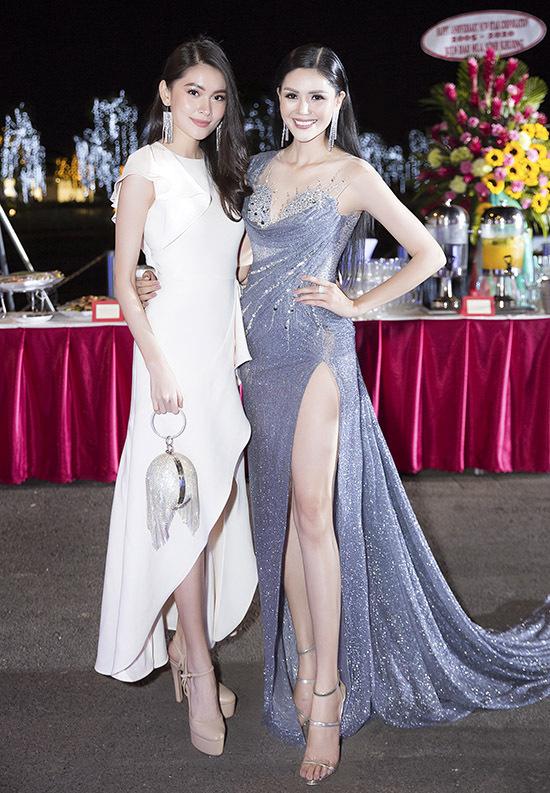 [CaptionChào đón năm mới 2020, đông đảo dàn sao Việt đã hội tụ tại buổi dạ tiệc nâng chén mừng Xuân kỷ niệm 15 năm thành lập công ty tổ chức sự kiện NewStar cũng như ra mắt công ty Trần Gia và công ty Star Global Entertainment được diễn ra tại khu biệt thự Lavila, TP.HCM.
