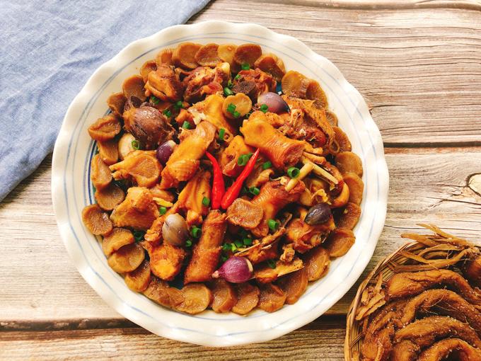 Thịt gà kho củ cải muối