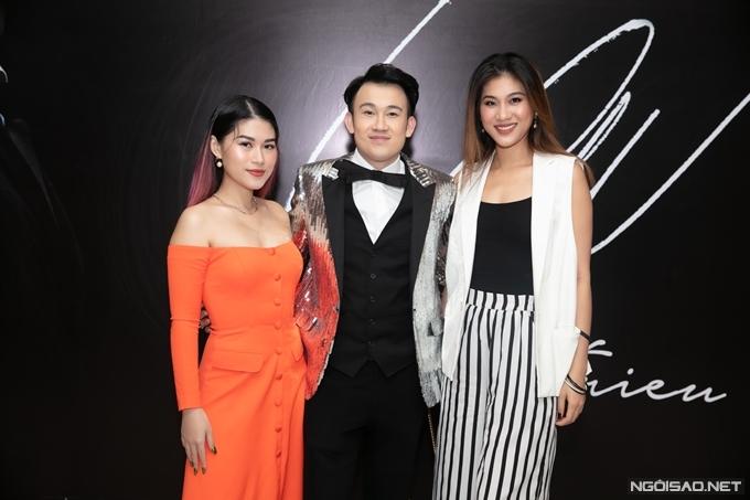 Siêu mẫu Kim Dung chụp hình cùng Dương Triệu Vũ và Ngọc Thanh Tâm.