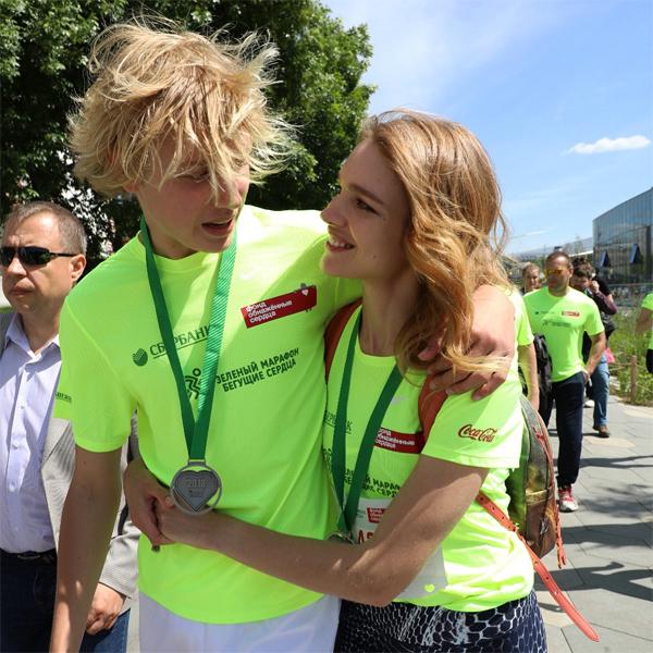 Lucas là con đầu lòng của siêu mẫu xứ bạch dương và chồng cũ, tỷ phú Justin Portman. Người đẹp sinh Lucas khi mới 19 tuổi. Đến năm 2016, Natalia sinh người con thứ năm là bé Roman 3 tuổi.
