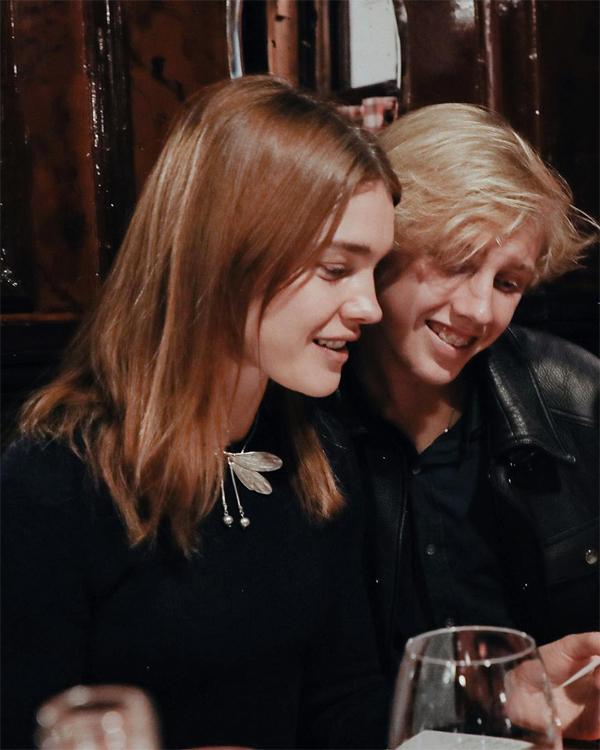 Bức ảnh chụp khi Lucas 16 tuổi và Natalia 35 tuổi được ví như đôi bạn tuổi teen.