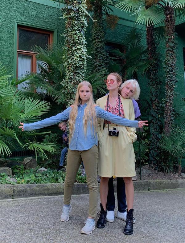 Mẹ con Natalia có nhiều chuyến đi cùng nhau để tìm hiểu văn hóa, lịch sử nước Nga. Dù bận rộn nhưng cô luôn cố gắng dành nhiều thời gian cho con cái.