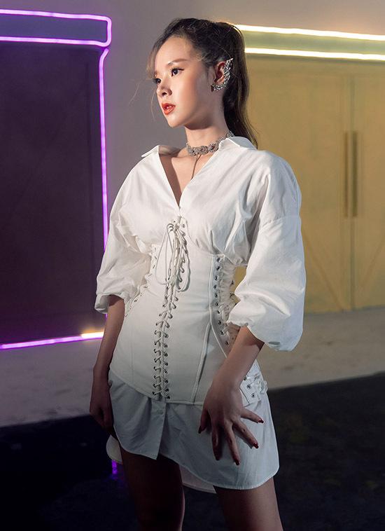 Gu thời trang của Midu được nhiều người khen ngợi, học hỏi. Cô từng tốt nghiệp ngành thiết kế và có shop thời trang riêng nên rất tự tin về chuyện ăn mặc.