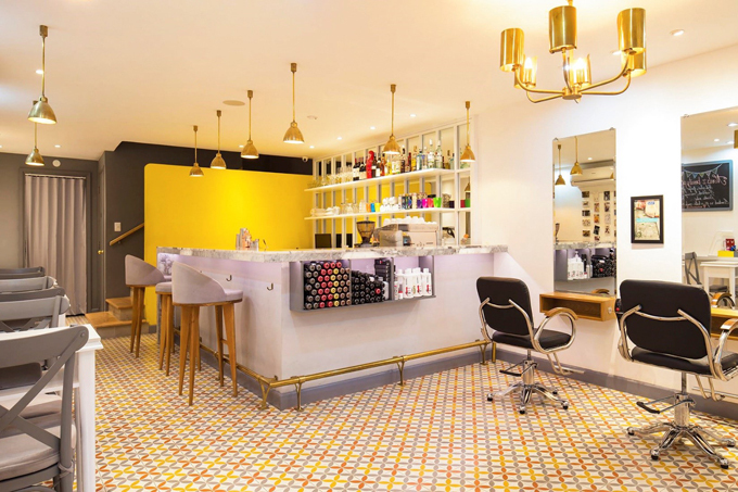 MERCI. nails, hair & café: Salon MERCI mang phong cách Pháp thanh lịch, đơn giản mà sang trọng. CN1: 17/6 Lê Thánh Tôn, quận 1
