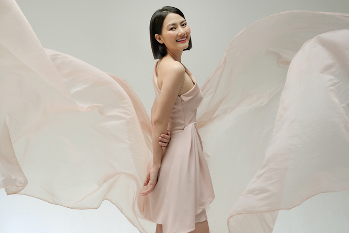 Bộ ảnh được thực hiện với sự hỗ trợ của Đức Noise, stylist Pông Chuẩn, trang điểm Trí Trần.