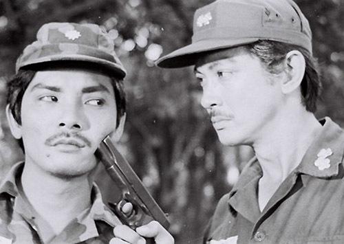 Chánh Tín diễn xuất bên cạnh nghệ sĩ Thương Tín. Một người chuyên đóng vai chính diện (Chánh Tín) và một người chuyên vai phản diện (Thương Tín).