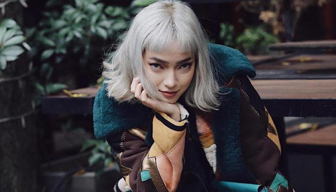 Châu Bùi làm quen với làng thời trang Việt bằng công việc người mẫu ảnh. Từ xuất phát điểm đó cô nhanh chóng nắm bắt cơ hội để thể hiện bản thân và đam mê với phối trang phục theo sở thích, thói quen và cá tính riêng.