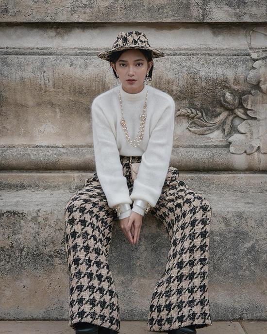 Cảm nhận về xu hướng thời trang nhanh nhạy cũng giúp Châu Bùi luôn đi trước, đón đầu những trào lưu dậy sóng của làng thời trang thế giới.