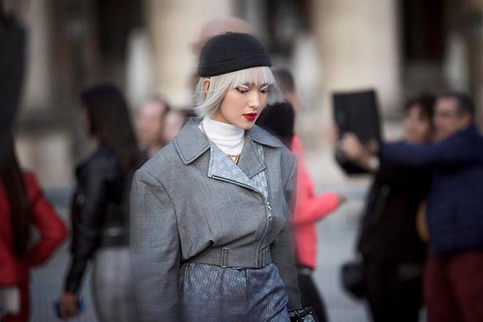 Cùng với váy áo theo đúng mùa mới, mái tóc của Châu Bùi cũng biến đổi không ngừng theo thời gian để mang đến sự hoà hợp cho từng set đồ và bối cảnh.