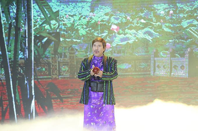 Quang Thắng vào vai Mõ, là kẻ bị khinh thường nhất làng. Nam diễn viên cũng từng có nhiều năm gắn bó với Táo Quân trước khi series này bị dừng sau 16 năm.