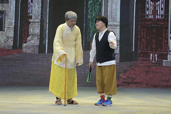 Quốc Khánh, người thường đóng Ngọc Hoàng ở Gặp nhau cuối năm phiên bản trước, nay vào vai Lão Hạc - người có tiếng nói rất lớn trong làng.