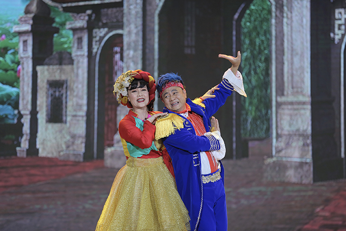 Vân Dung vào vai Thị Màu, vợ của nhân vật Nô Phúc Thọ do Tự Long thể hiện. Cả hai tung hứng ăn ý, gây cười bằng những màn nhảy múa. Tự Long có dịp phô diễn khả năng hát chèo khi vào vai một ca sĩ làng.