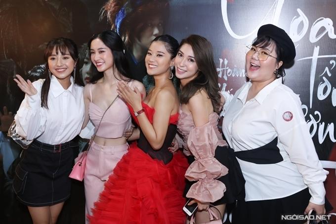 Các thành viên nhóm Ngựa Hoang của phim Tháng năm rực rỡ gồm Trịnh Thảo, Jun Vũ (từ tráiqua) và Minh Thảo, Khổng Tú Quỳnh (từ phải qua) hội ngộ trong sự kiện của Hoàng Yến Chibi.