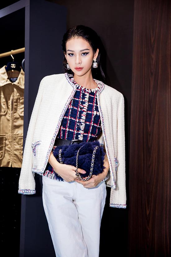 Từ hình ảnh một quán quân nhạt nhoà của chương trình truyền hình thực tế, Phí Phương Anh thành công trong việc biến mình trở thành fashionista nổi tiếng của showbiz Việt.