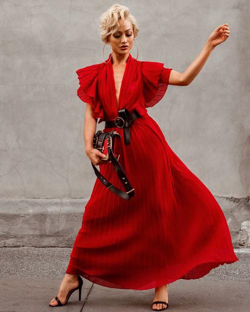 Mốt váy dập ly vẫn chưa có dấu hiệu hạ nhiệt vì thế nó vẫn được nhiều nhà mốt giới thiệu trong các bộ sưu tập cho xuân 2020.