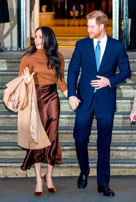 Vợ chồng Công tước xứ Sussex tới Canada House tại London để cảm ơn thịnh tình của người dân dành cho họ trong chuyến nghỉ dưỡng Giáng sinh và năm mới ở Vancouver sau khi trở về London. Ảnh: Mirror.