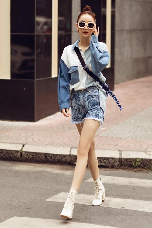 Ngoài các kiểu giày đế thô hot trend, các nàng có thể chọn bốt cổ thấp, giày cao gót để giúp mình kéo dài đôi chân.