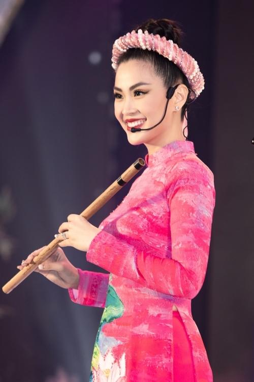 Á hậu Diễm Trang thể hiện nét đẹp thiếu nữ Việt Nam xưa.