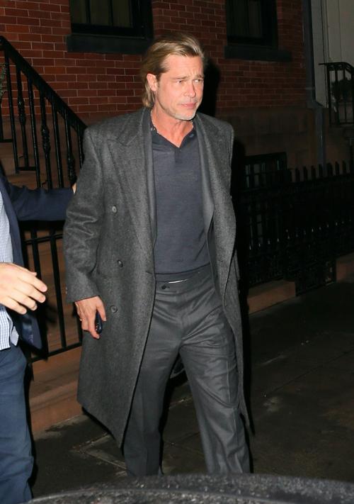 Brad Pitt rời nhà Bradley Cooper vào đêm 7/1.
