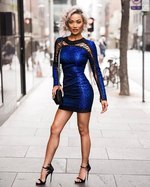 Nếu tự tin về vóc dáng thon gọn của mình thì váy ôm khít eo luôn là lựa chọn hoàn hảo.