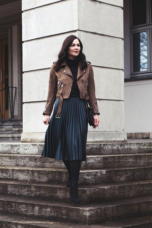 Đứng sau blazer là các mẫu jacket dáng lửng thiết kế trên nhiều chất liệu như da, nỉ, lông nhân tạo...