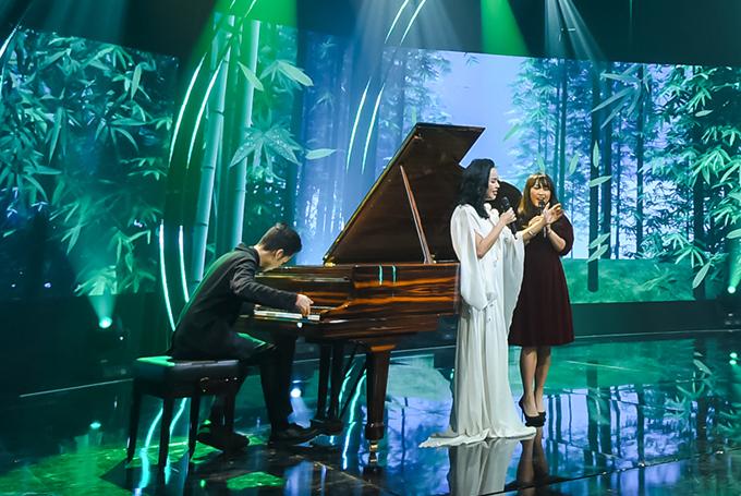 Trong chương trình, Quang Đăng đệm piano cho mẹ và chị gái thể hiện ca khúc Tre xanh ru. Thiện Thanh cũng được thừa hưởng năng khiếu âm nhạc từ bố mẹ và đi du học vài năm nay.