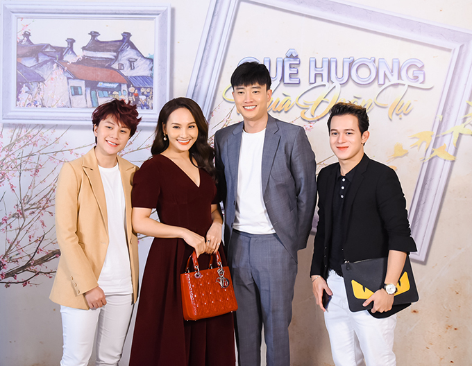 Chương trình còn có sự tham gia của nhiều nghệ sĩ đến từ các lĩnh vực khác nhau, trong đó có dàn diễn viên Về nhà đi con bao gồm: Bảo Hân, Bảo Thanh, Quốc Trường và Quang Anh (từ trái sang).