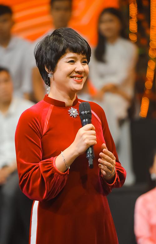 MC Diễm Quỳnh đảm nhận vai trò dẫn dắt chương trình.