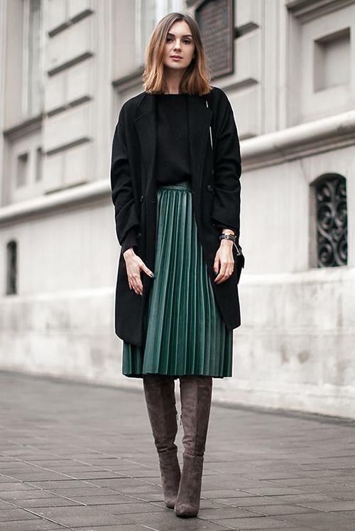 Vào mùa se lạnh, áo vest dáng rộng được thiết kế trên các chất liệu có khả năng giữ ấm cao như dạ, nỉ, vải bố dày...