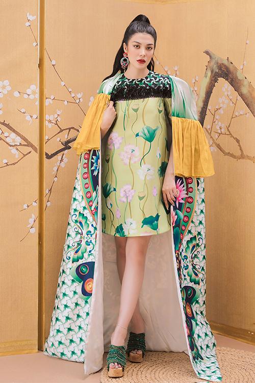 Từng trải qua tuổi thơ khốn khó nên khi kiếm được tiền, Lily Chen không tiếc tiền mua quần áo cho mình và người thân mỗi dịp năm mới.