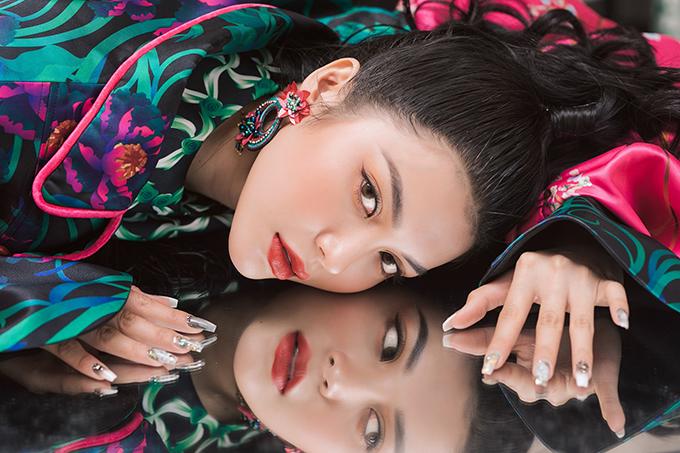 Lily Chen từng lọt Top 3 cuộc thi hát Tình Bolero 2019 và tham gia phim Thất sơn tâm linh.