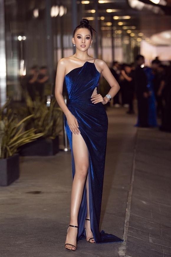 Hoa hậu Tiểu Vy khoe nhan sắc rực rỡ tuổi 20.