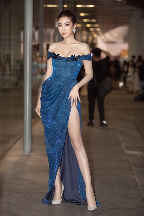 Hoa hậu Đỗ Mỹ Linh theo đuổi phong cách gợi cảm.