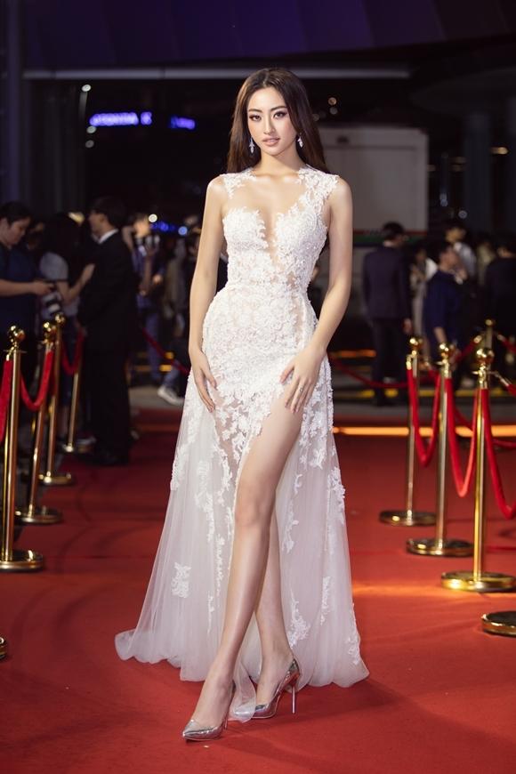Hoa hậu Thế giới Việt Nam 2019 Lương Thùy Linh diện váy của nhà thiết kế Lê Thanh Hòa.