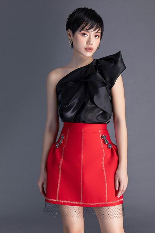 Khánh Linh diện đầm mùa xuân của Đỗ Long