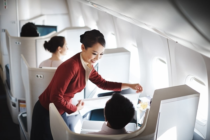 Dù phải ngừng hoạt động một thời gian do ảnh hưởng của biểu tình, nhưng Cathay Pacific vẫn được Skytrax đánh giá là một trong những hãng hàng không tốt nhất thế giới.