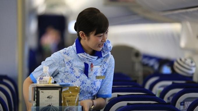 ANA All Nippon Airways vẫn đứng thứ 3, là hãng có nhân viên hàng không phục vụ tốt nhất thế giới năm 2019, từ khâu check-in dưới mặt đất cho đến các tiếp viên hàng không.