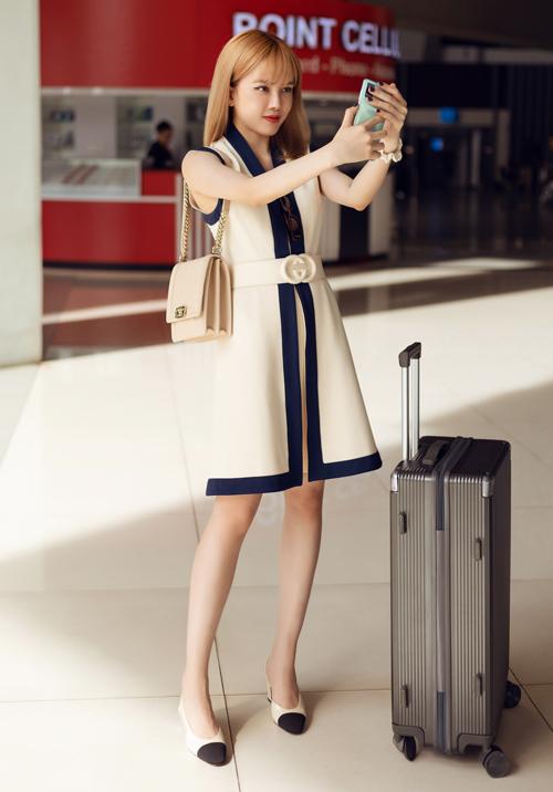 Cô tiết lộ trong vali hành lý của mình có một số món quà đặc trưng Việt Nam mà cô đặc biệt chuẩn bị để tặng cho các cô gái của nhóm nhạc nữ Hàn Quốc.