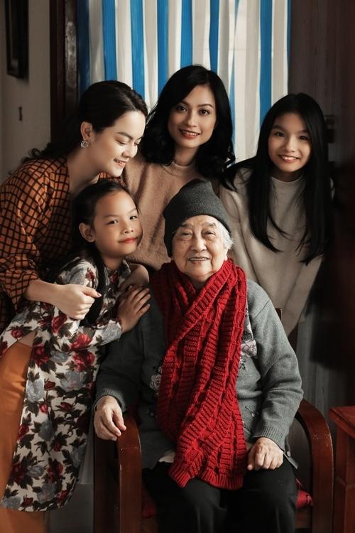 Tết cho mọi nhà do nhạc sĩ Dương Khắc Linh sáng tác, có thông điệpthôi thúc mọi người cùng trở về nhà tận hưởng không khí Tết bên những người thân yêu nhất.
