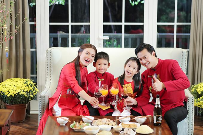 Chuẩn bị MV trong vòng 10 ngày, Phạm Phương Thảo rất biết ơn những người bạn thân thiết đã giúp mình thực hiện được ước nguyện.