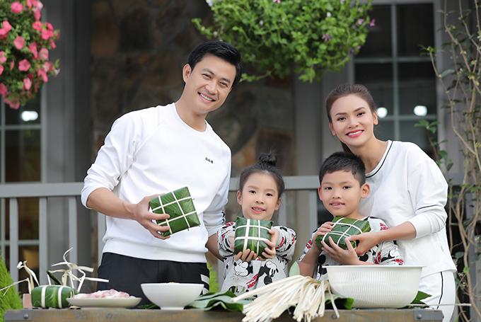 Trong khi đó, diễn viên Tiến Lộc tiếp tục được mời đóng cặp với Phạm Phương Thảo. Trước đó, anh từng là người tình của nữ ca sĩ trong các MV Chàng vinh quy và Mong manh em.