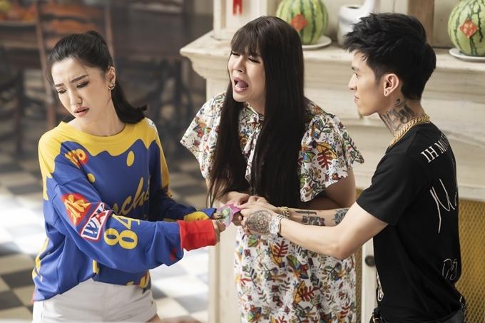 Bích Phương đại diện cho người trẻ mới đi làm, thu nhập không nhiều nhưng phải lì xì cho em út. Cô cùng Duy Khánh và Bình Gold lập kế hoạch tăng doanh thu lì xì năm mới.