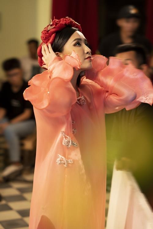 Bích Phương là cái tên đi đầu trong các sản phẩm âm nhạc mùa tết. Năm 2017,  'Bao giờ lấy chồng' trở thành ca khúc tết được yêu thích nhất, hơn 75 triệu lượt xem ở hiện tại. Năm 2019, cô tiếp tục phát hành 'Chuyện cũ bỏ qua' với hơn 100 triệu lượt xem.